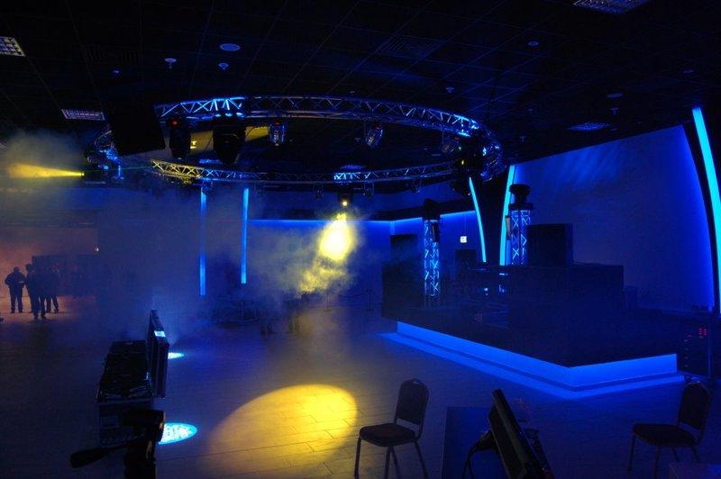 02-Dance_Club
