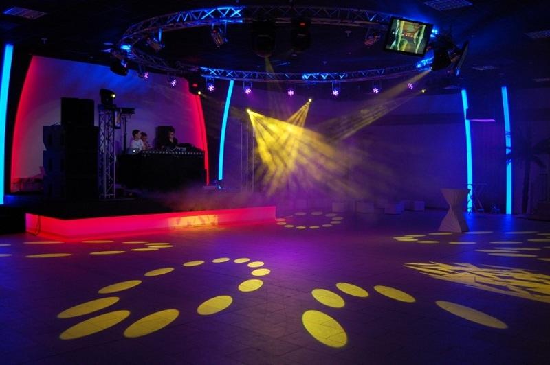 04-Dance_Club