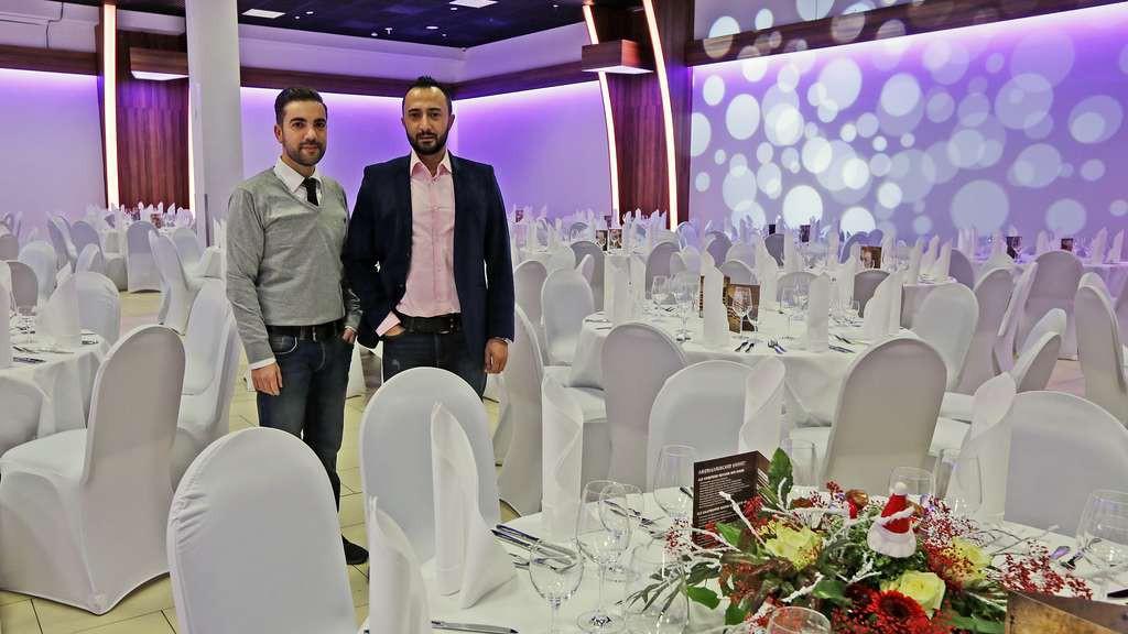 Die Betreiber der Event Arena Senol Özkan und Faik Yavuz (v. l.) setzen bei Feiern auf edles Ambiente. © Michael Sieber